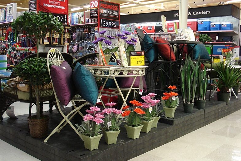 Seasonal display in the center isle of a hardware store