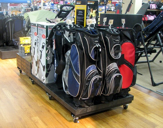 Center isle display of golf bags