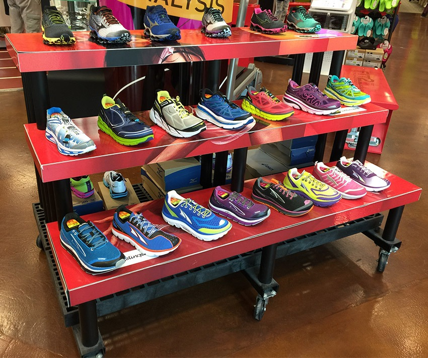 Fit2Run ShoeDisplay on plastic display stands.